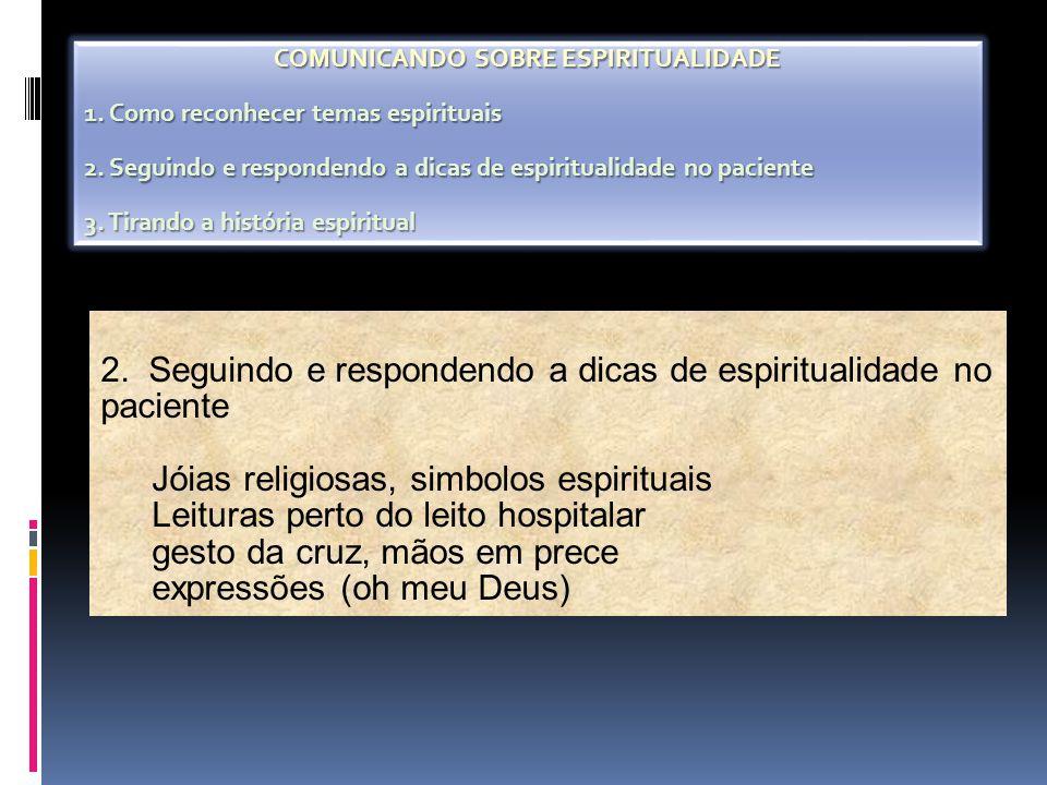 2. Seguindo e respondendo a dicas de espiritualidade no paciente Jóias religiosas, simbolos espirituais Leituras perto do leito hospitalar gesto da cr