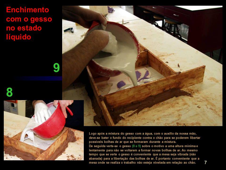 8 Imediatamente à vibração deve-se soprar sobre o molde para rebentar as bolhas de ar que sobem à superfície do gesso (11).