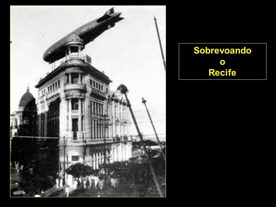 A altitude de cruzeiro era de 3 mil pés, mas, quando a aeronave sobrevoava cidades ou a linha litorânea, era comum voar bem mais baixo, entre 300 e 1.000 pés, para que os passageiros pudessem apreciar a paisagem.