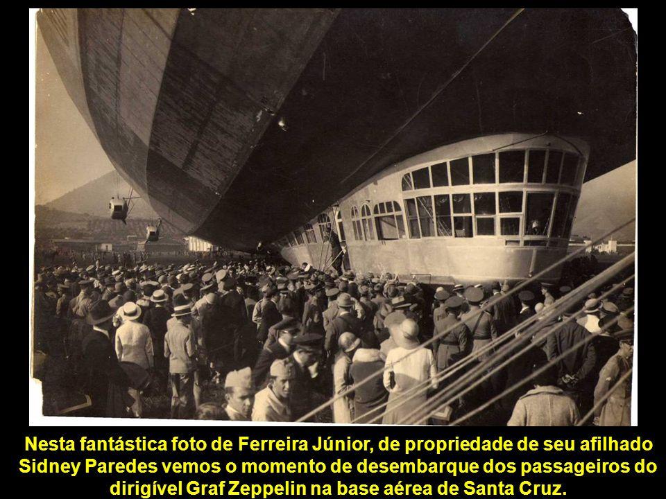 Um ramal de estrada de ferro chegava até o aeroporto, para conduzir os passageiros de e para o centro do Rio de Janeiro, um trecho de aproximadamente 35 Km até a Estação Dom Pedro II, atual Central do Brasil.