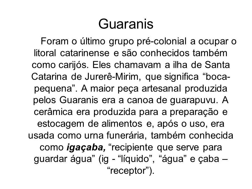 Arte Os guaranis produziam adereços como colares e tembetás de madeira, ossos, fibras vegetais, pedras e dentes, assim como cestas, redes e cordas.