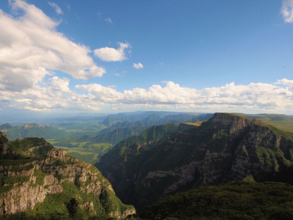Parque Nacional de São Joaquim O Parque Nacional de São Joaquim é uma Unidade de Conservação brasileira e está situado na região sul, no estado de San