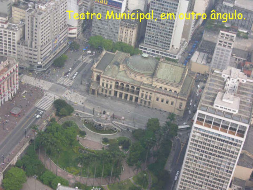 Teatro Municipal, em outro ângulo.