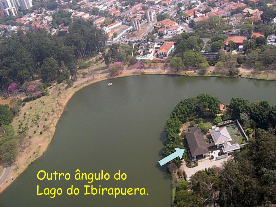 Outro ângulo do Lago do Ibirapuera.