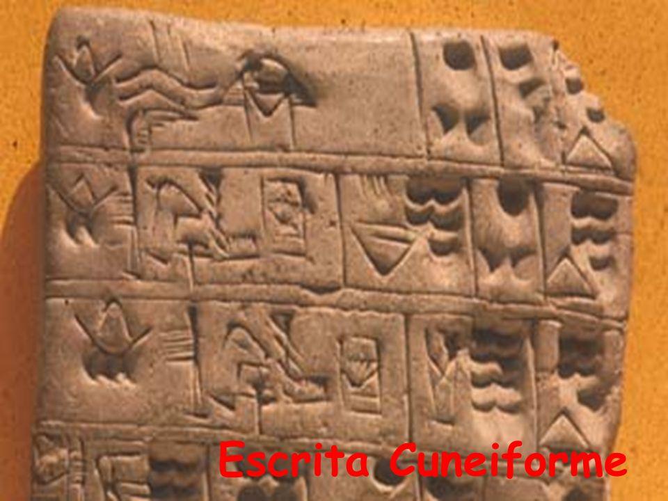 Fundaram as primeiras povoações na costa mediterrânea por volta de 2500 a.C.