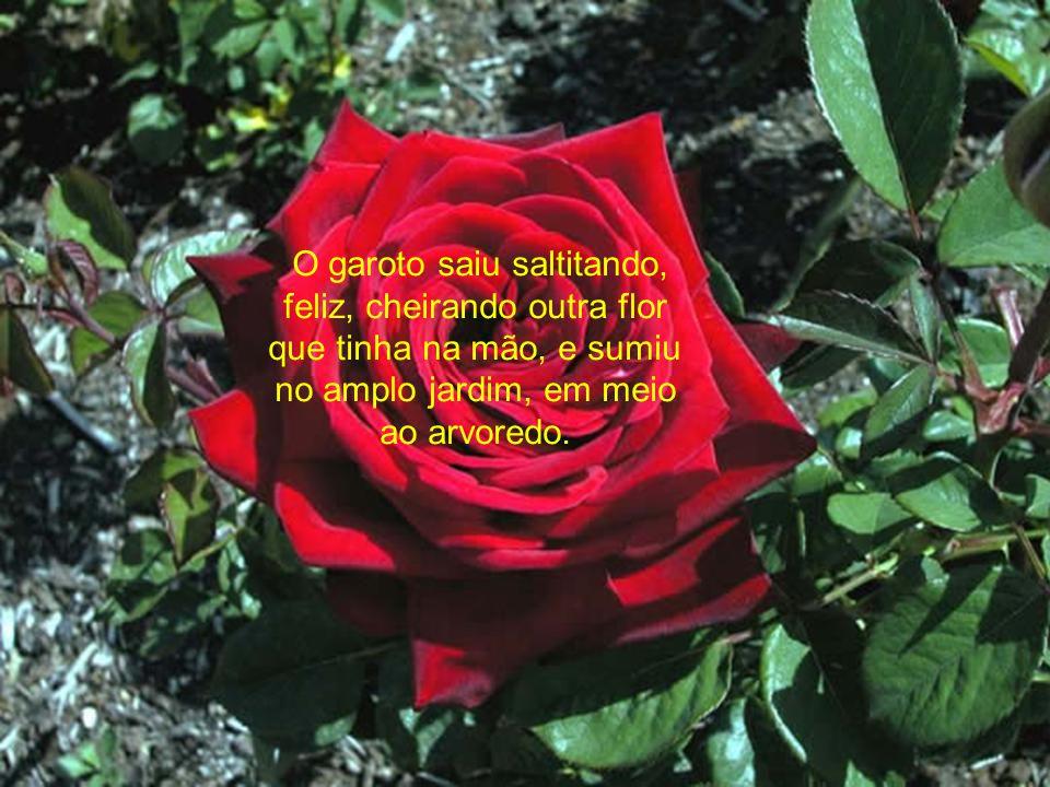Lágrimas quentes rolaram do seu rosto enquanto ele agradecia, emocionado, por receber a melhor flor daquele jardim.