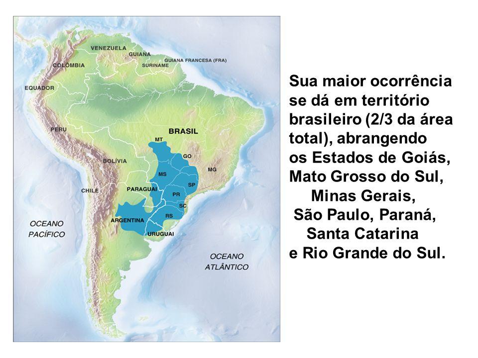 Sua maior ocorrência se dá em território brasileiro (2/3 da área total), abrangendo os Estados de Goiás, Mato Grosso do Sul, Minas Gerais, São Paulo, Paraná, Santa Catarina e Rio Grande do Sul.