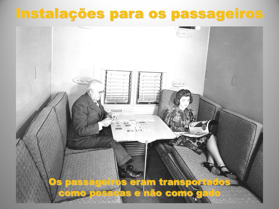 Instalações para os passageiros Os passageiros eram transportados como pessoas e não como gado