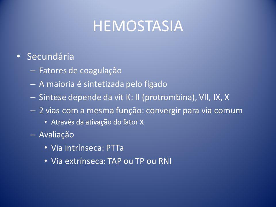 HEMOSTASIA Secundária – Fatores de coagulação – A maioria é sintetizada pelo fígado – Síntese depende da vit K: II (protrombina), VII, IX, X – 2 vias