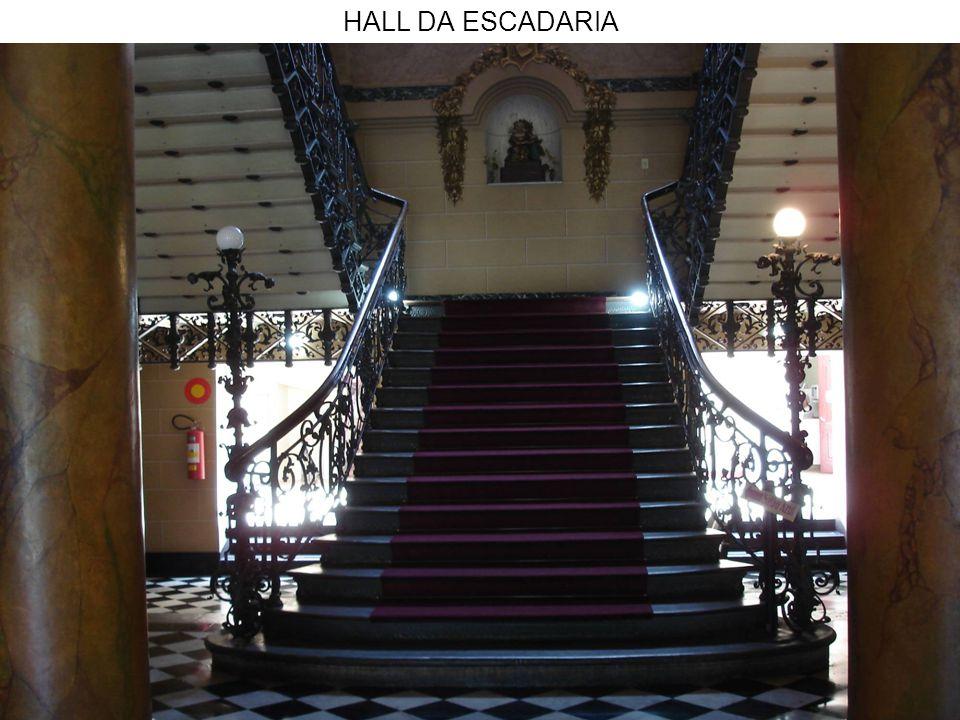 HALL DA ESCADARIA - EM DETALHE O ELEVADOR