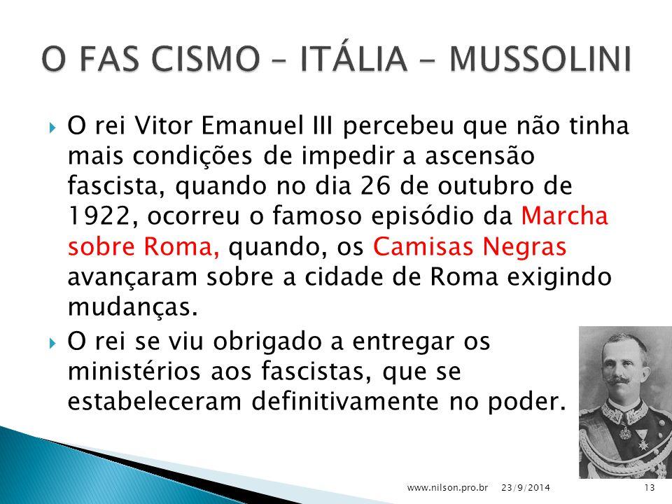  O rei Vitor Emanuel III percebeu que não tinha mais condições de impedir a ascensão fascista, quando no dia 26 de outubro de 1922, ocorreu o famoso episódio da Marcha sobre Roma, quando, os Camisas Negras avançaram sobre a cidade de Roma exigindo mudanças.