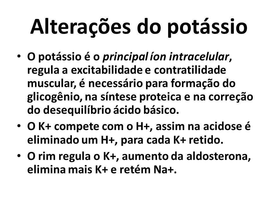 Alterações do potássio O potássio é o principal íon intracelular, regula a excitabilidade e contratilidade muscular, é necessário para formação do glicogênio, na síntese proteica e na correção do desequilíbrio ácido básico.