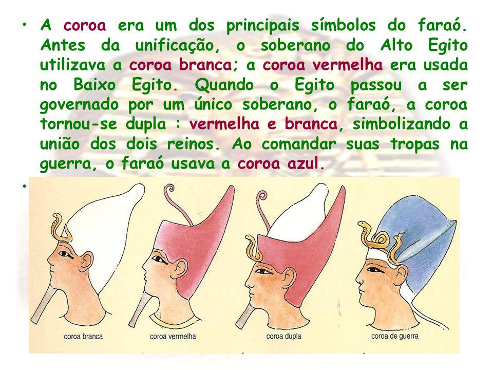 A coroa era um dos principais símbolos do faraó. Antes da unificação, o soberano do Alto Egito utilizava a coroa branca; a coroa vermelha era usada no