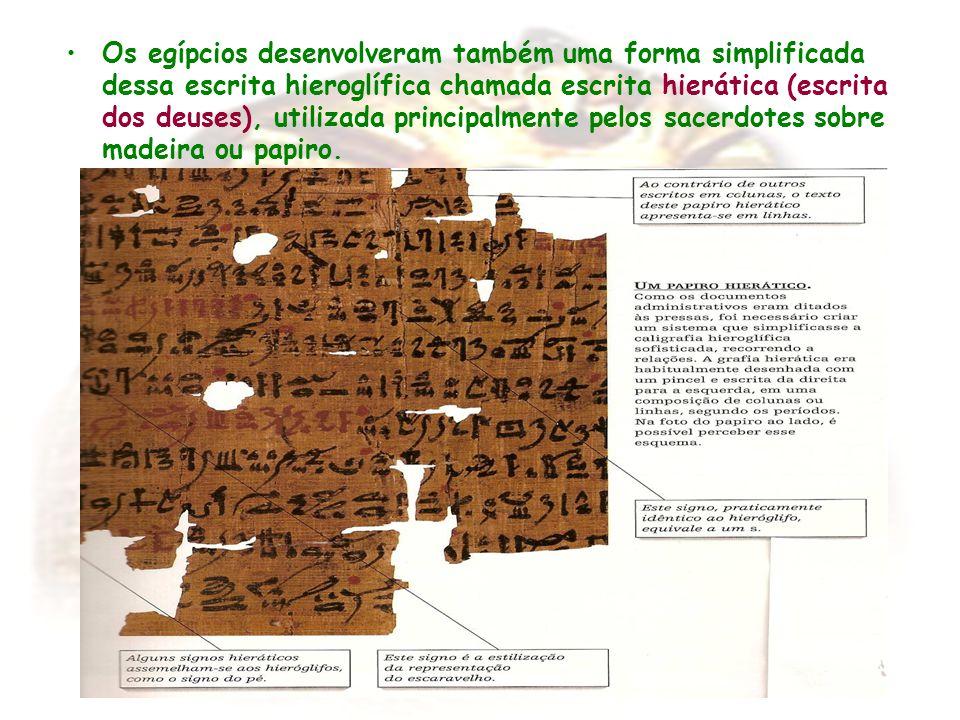 Os egípcios desenvolveram também uma forma simplificada dessa escrita hieroglífica chamada escrita hierática (escrita dos deuses), utilizada principal