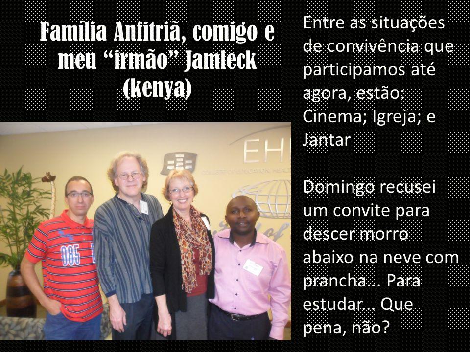 """Família Anfitriã, comigo e meu """"irmão"""" Jamleck (kenya) Entre as situações de convivência que participamos até agora, estão: Cinema; Igreja; e Jantar D"""