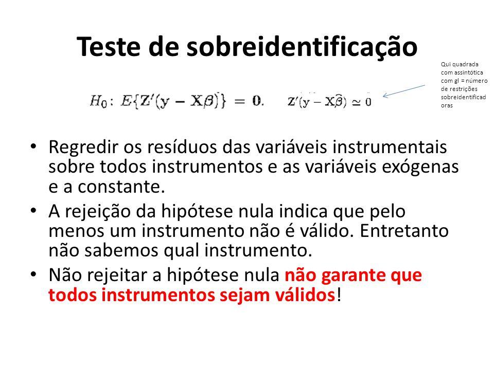 Regredir os resíduos das variáveis instrumentais sobre todos instrumentos e as variáveis exógenas e a constante. A rejeição da hipótese nula indica qu