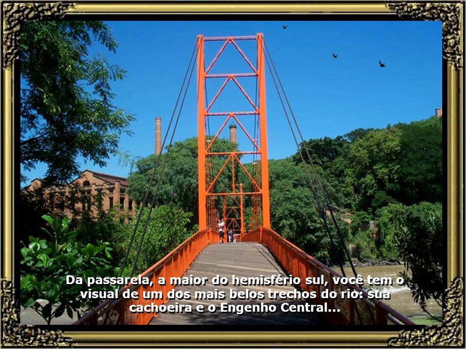 Passarela Pênsil Tião Carreiro em estruturas de madeira (eucalipto citriodora), sustentada por cabos de aço, com 78 m de vão livre e 105 m de comprimento, ligando a Avenida Beira Rio ao Engenho Central...