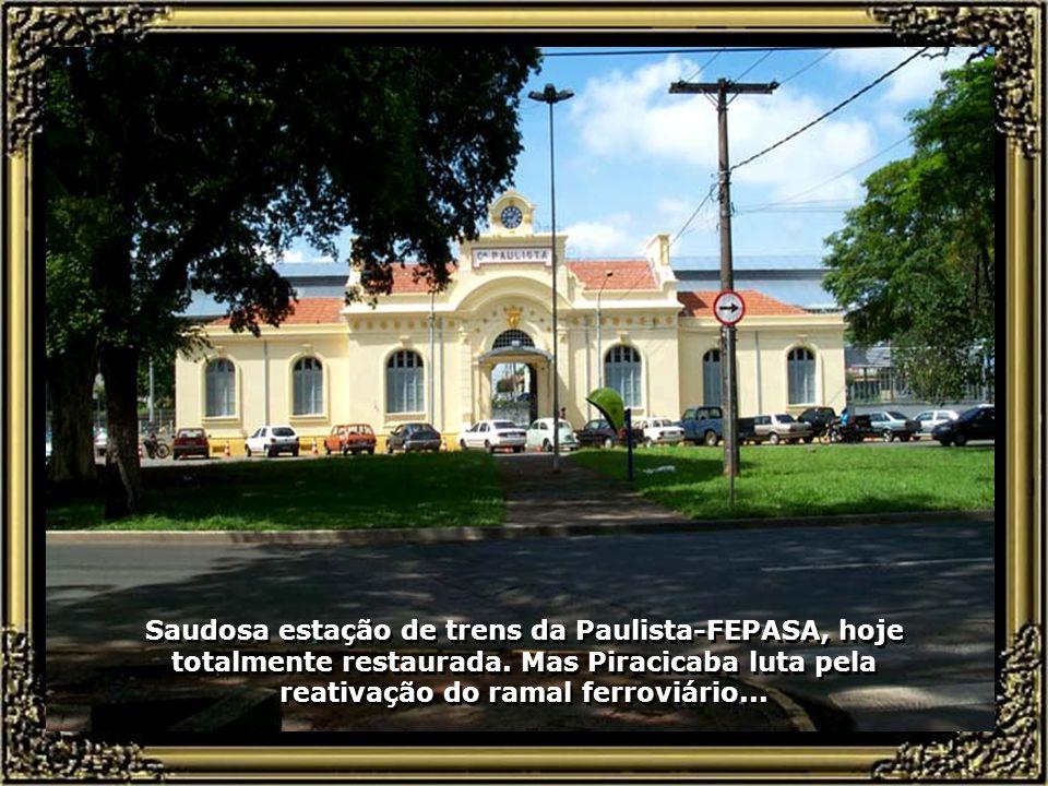 Vista do Prédio da Prefeitura de Piracicaba, ao lado da área de lazer e do grande lago, que ocupa uma área verde de 200 mil metros quadrados...