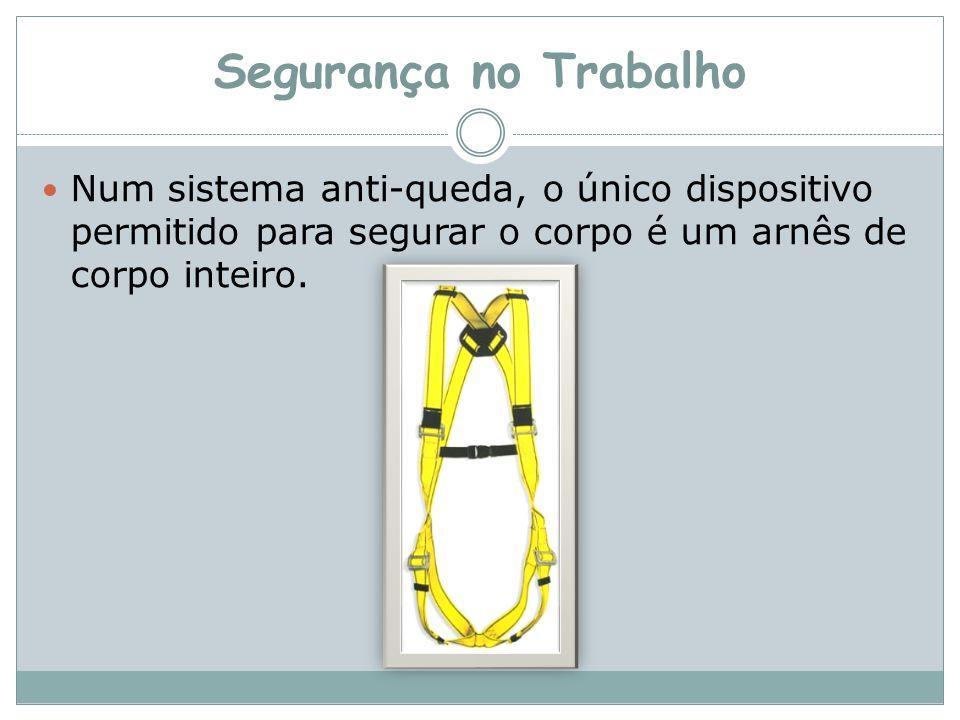 Segurança no Trabalho Num sistema anti-queda, o único dispositivo permitido para segurar o corpo é um arnês de corpo inteiro.