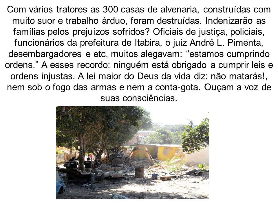 Com vários tratores as 300 casas de alvenaria, construídas com muito suor e trabalho árduo, foram destruídas.