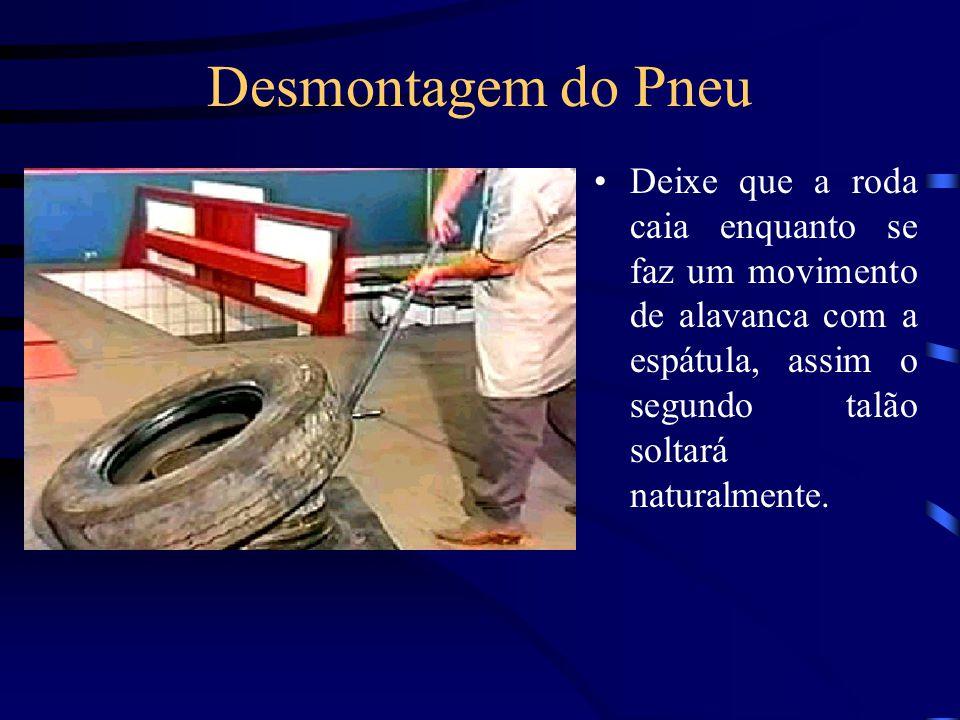 Desmontagem do Pneu Deixe que a roda caia enquanto se faz um movimento de alavanca com a espátula, assim o segundo talão soltará naturalmente.