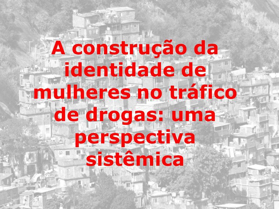 A construção da identidade de mulheres no tráfico de drogas: uma perspectiva sistêmica