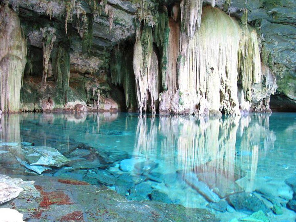 Rocas Baimbridgen - Galapagos - Equador A gruta do Lago Azul fica localizado num lugar chamado Bonito, no Mato Grosso do Sul.