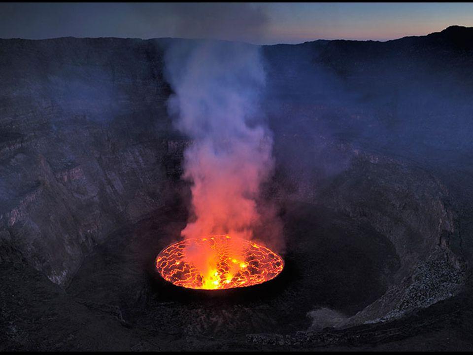 Rocas Baimbridgen - Galapagos - Equador Trata-se do maior lago de lava do mundo. O Monte Nyiragongo é um vulcão nas Montanhas Virunga, associado com o