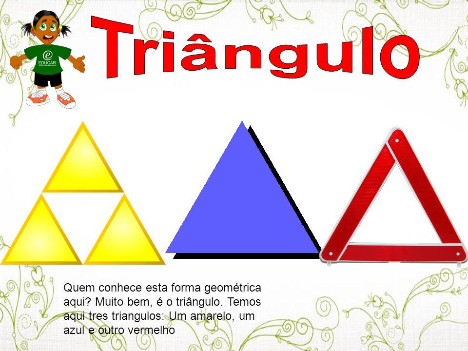 Quem conhece esta forma geométrica aqui? Muito bem, é o triângulo. Temos aqui tres triangulos: Um amarelo, um azul e outro vermelho