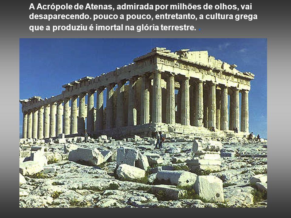 A Acrópole de Atenas, admirada por milhões de olhos, vai desaparecendo.