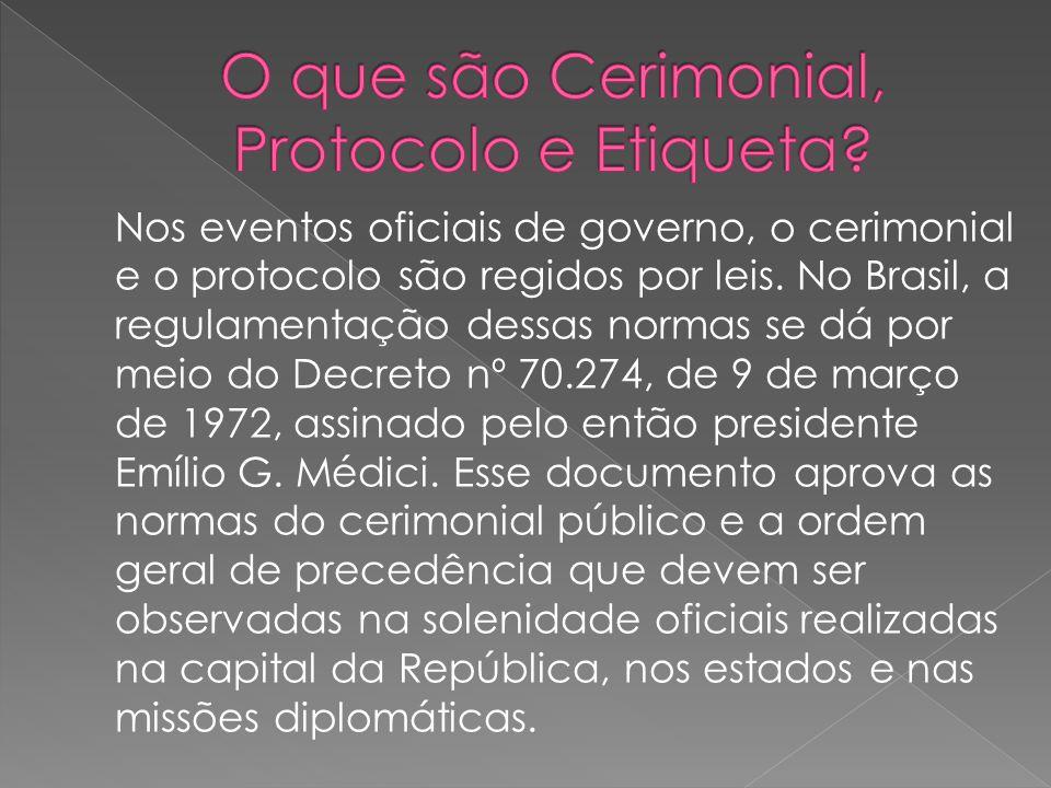 Nos eventos oficiais de governo, o cerimonial e o protocolo são regidos por leis. No Brasil, a regulamentação dessas normas se dá por meio do Decreto
