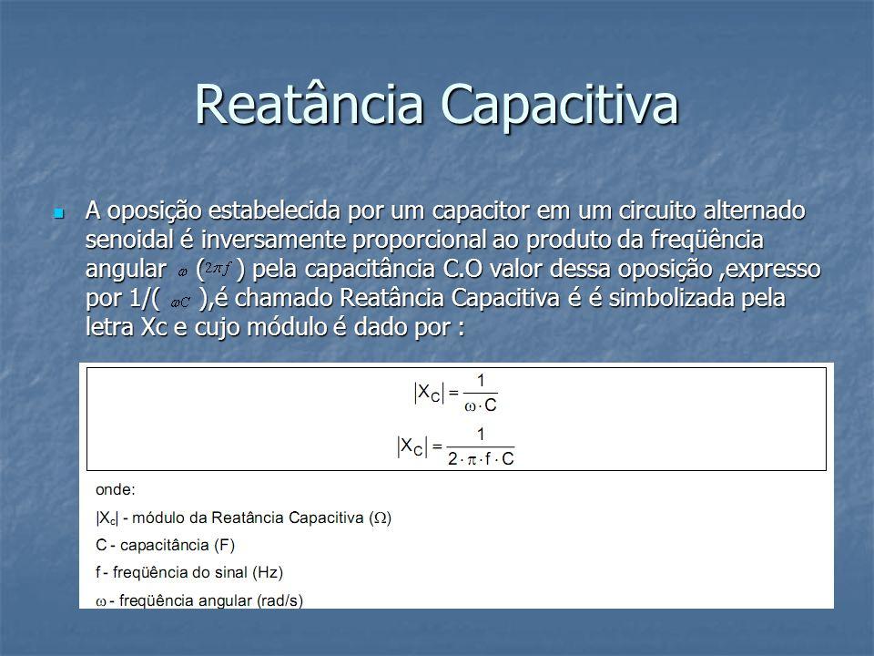 Reatância Capacitiva A oposição estabelecida por um capacitor em um circuito alternado senoidal é inversamente proporcional ao produto da freqüência a