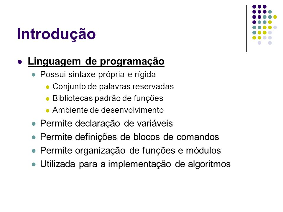 Introdução Linguagem de programação Possui sintaxe própria e rígida Conjunto de palavras reservadas Bibliotecas padrão de funções Ambiente de desenvol