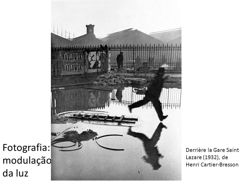 Derrière la Gare Saint Lazare (1932), de Henri Cartier-Bresson Fotografia: modulação da luz
