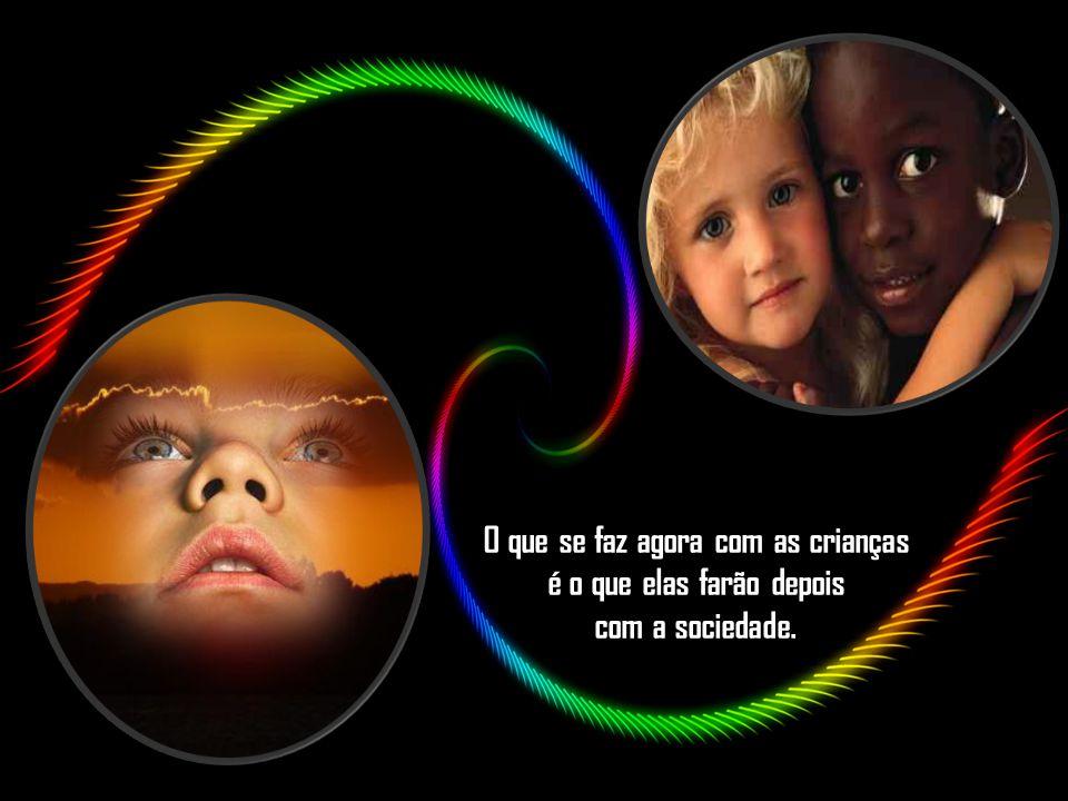 """""""No amor de uma criança tem tanta canção para nascer, carinho e confiança, vontade e razão de viver"""""""