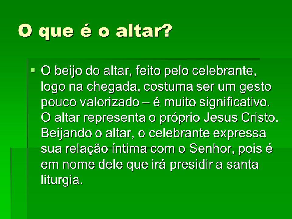 O que é o altar?  O beijo do altar, feito pelo celebrante, logo na chegada, costuma ser um gesto pouco valorizado – é muito significativo. O altar re