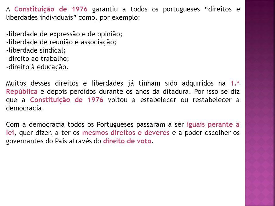 """A Constituição de 1976 garantiu a todos os portugueses """"direitos e liberdades individuais"""" como, por exemplo: -liberdade de expressão e de opinião; -l"""