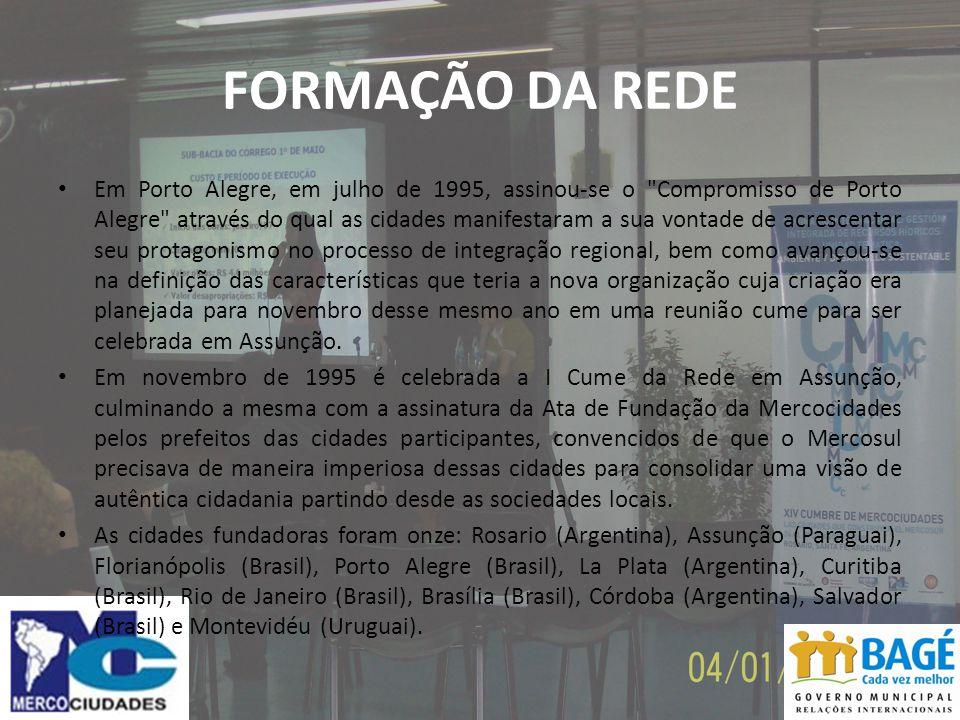 FORMAÇÃO DA REDE Em Porto Alegre, em julho de 1995, assinou-se o Compromisso de Porto Alegre através do qual as cidades manifestaram a sua vontade de acrescentar seu protagonismo no processo de integração regional, bem como avançou-se na definição das características que teria a nova organização cuja criação era planejada para novembro desse mesmo ano em uma reunião cume para ser celebrada em Assunção.