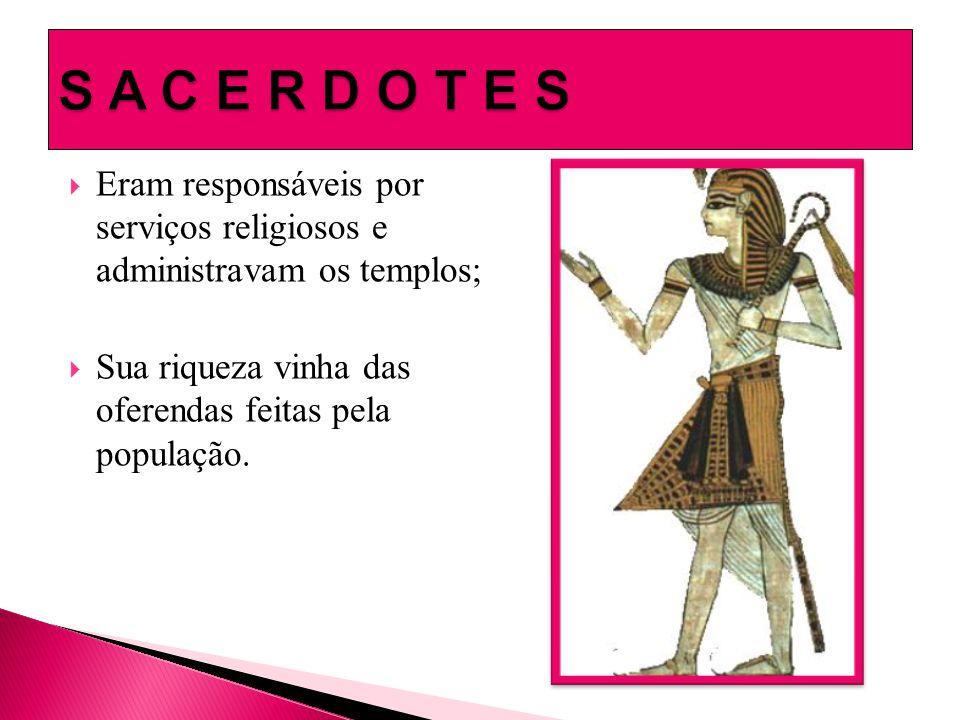  Eram responsáveis por serviços religiosos e administravam os templos;  Sua riqueza vinha das oferendas feitas pela população.