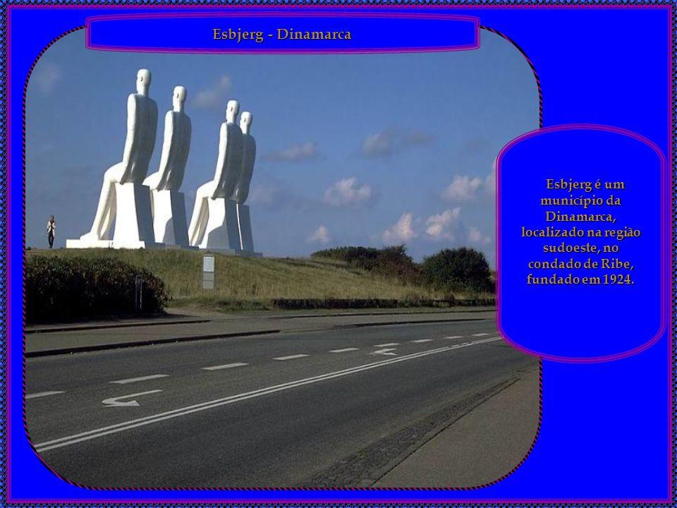 Detalhe do Monumento dos Descobridores – Lisboa, Portugal. O Monumento dos Descobridores foi erguido nos anos 60 no exato local de onde partiam, no pa