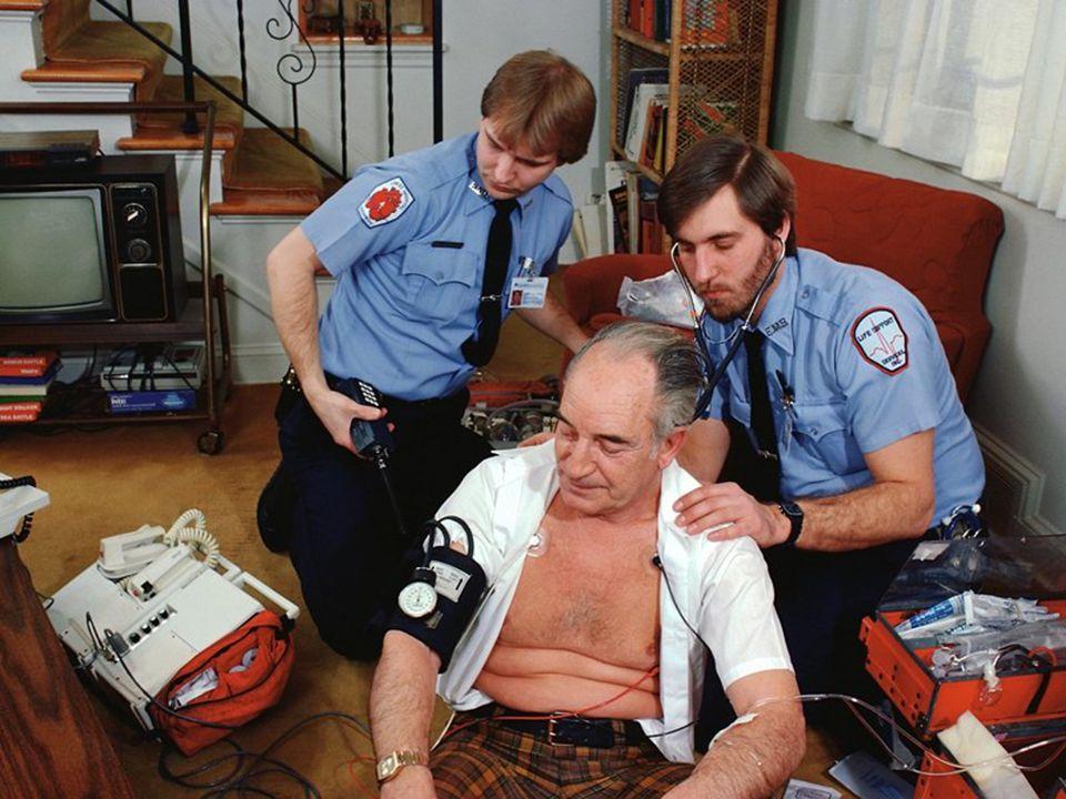 Finlândia Irlanda Inglaterra USA Canada Israel Alemanha Suiça França Polônia Japão Mortes cardíacas por 100.000 Colesterol (mg/dl) Nível de colesterol e doeças cardíacas