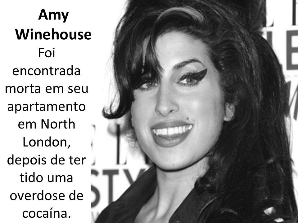 Amy Winehouse Foi encontrada morta em seu apartamento em North London, depois de ter tido uma overdose de cocaína.