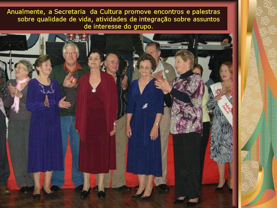 """BAILE MUNICIPAL DOS IDOSOS A Secretaria de Cultura também atua junto aos grupos de """"Melhor Idade"""", que somam 15 em todo o município. A cada mês aconte"""