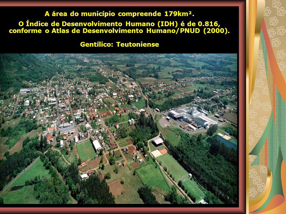 Antes disso, a região foi ocupada por indígenas da tribo Guaianazes, pertencentes à nação Tupi-Guarani. O município foi emancipado em 24 de maio de 19