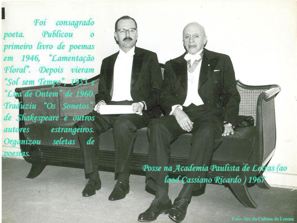 """Posse na Academia Paulista de Letras (ao laod Cassiano Ricardo ) 1967 Foi consagrado poeta. Publicou o primeiro livro de poemas em 1946, """"Lamentação F"""