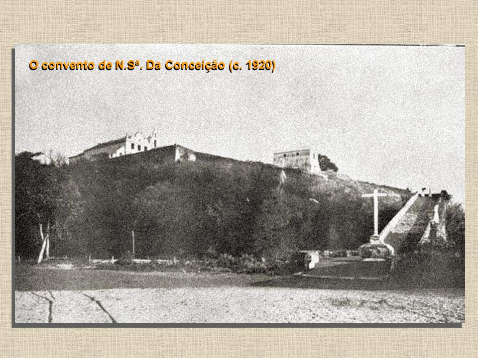 Foto (c. 1913) da construção da estrada de ferro, inaugurada em 1914. No início era a Estrada de Ferro Santos a Juquiá, de propriedade da São Paulo Ra