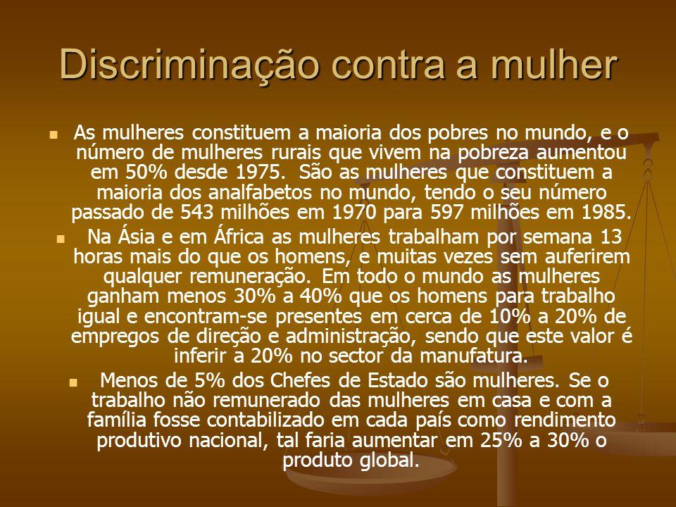 Discriminação contra a mulher As mulheres constituem a maioria dos pobres no mundo, e o número de mulheres rurais que vivem na pobreza aumentou em 50%