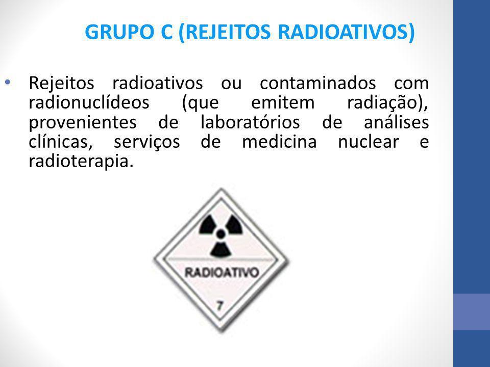 Rejeitos radioativos ou contaminados com radionuclídeos (que emitem radiação), provenientes de laboratórios de análises clínicas, serviços de medicina