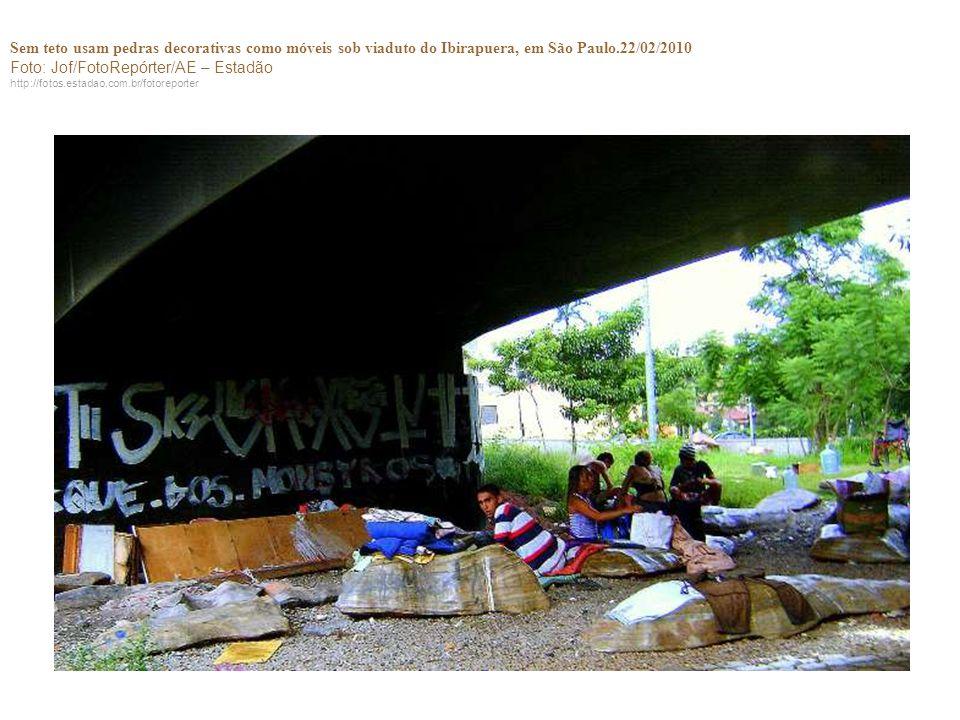 Sem teto usam pedras decorativas como móveis sob viaduto do Ibirapuera, em São Paulo.22/02/2010 Foto: Jof/FotoRepórter/AE – Estadão http://fotos.estad
