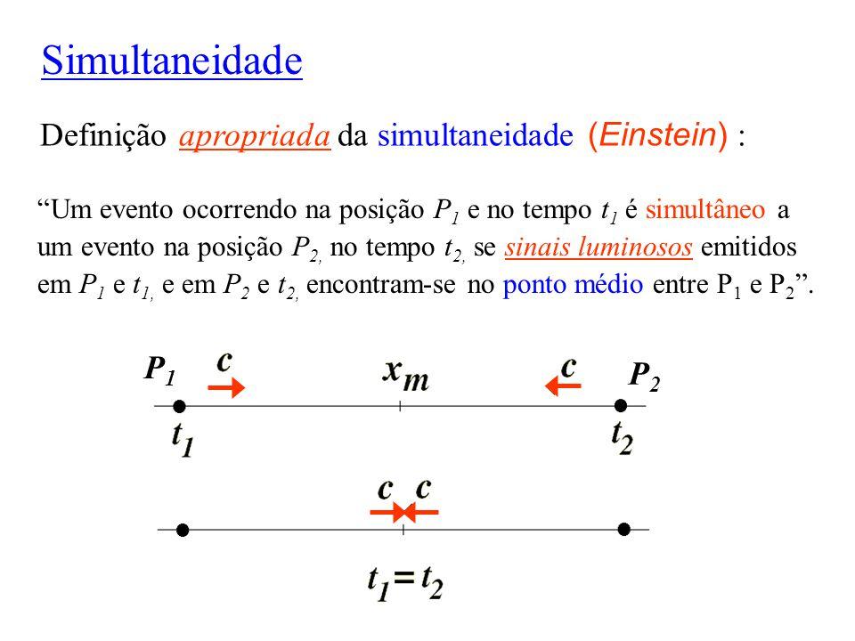 """Simultaneidade Definição apropriada da simultaneidade (Einstein) : """"Um evento ocorrendo na posição P 1 e no tempo t 1 é simultâneo a um evento na posi"""